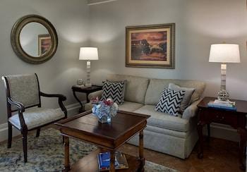 One Bedroom Viking Suite