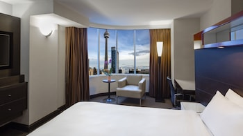 Room, 1 King Bed (CN Tower View, High Floor)