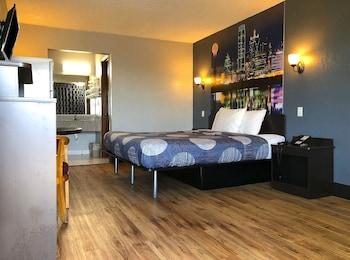 Guestroom at Americas Best Value Inn Garland Dallas in Garland