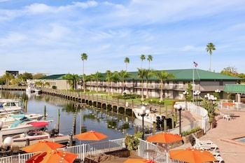 薩拉索塔水濱溫德姆華美達飯店 Ramada by Wyndham Sarasota Waterfront