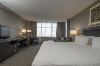 Guestroom at Capitol Skyline in Washington