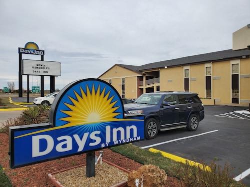 . Days Inn by Wyndham Lawton