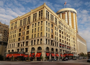 Hotel - The Pfister Hotel