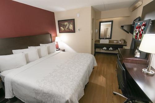 . Red Roof Inn PLUS+ Boston - Framingham