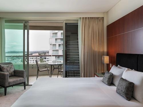 . Pullman Auckland Hotel & Apartments