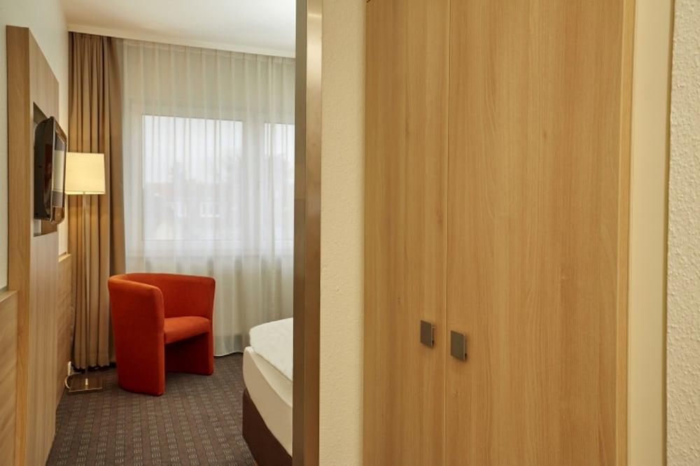 H+ 호텔 다름슈타트(H+ Hotel Darmstadt) Hotel Image 12 - Guestroom