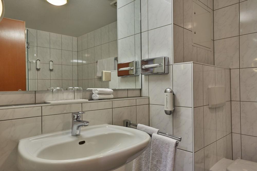 H+ 호텔 다름슈타트(H+ Hotel Darmstadt) Hotel Image 60 - Bathroom