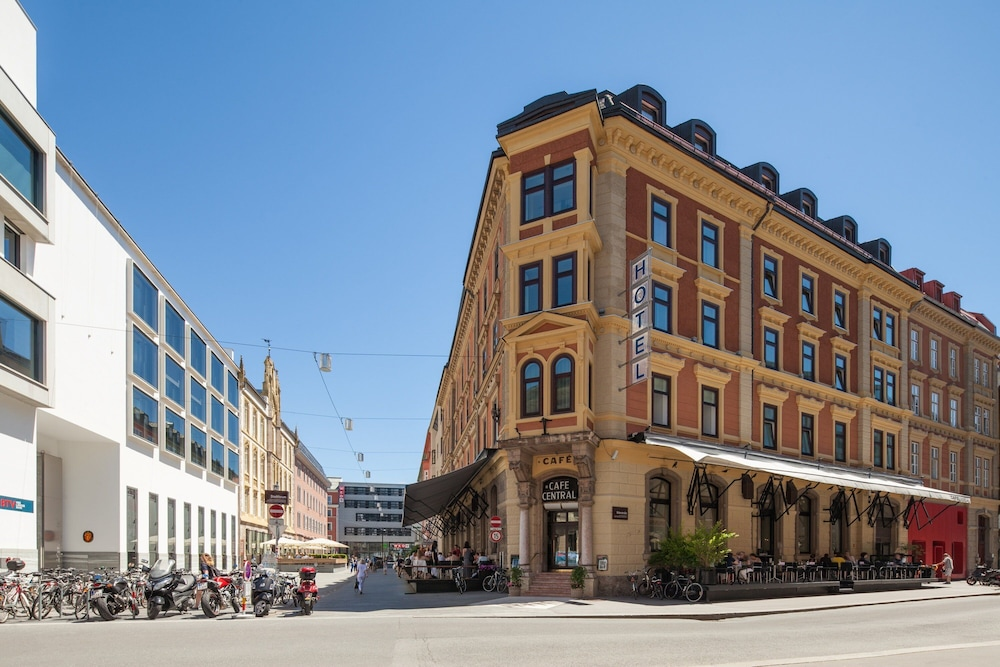 Hotel Central, Featured Image