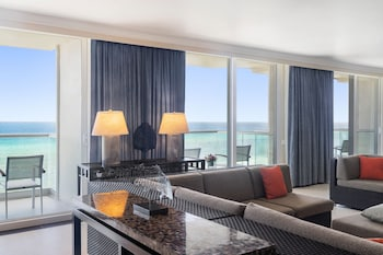 Ocean Front Prime Minister Suite - 1 King Bed