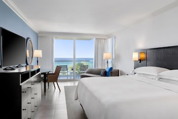 Ocean Front Royal Suite  -1 King Bed
