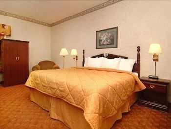 Suite, 2 Queen Beds, Microwave