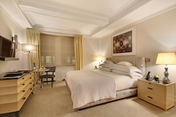 Superior Room, 1 Queen Bed, Courtyard Area