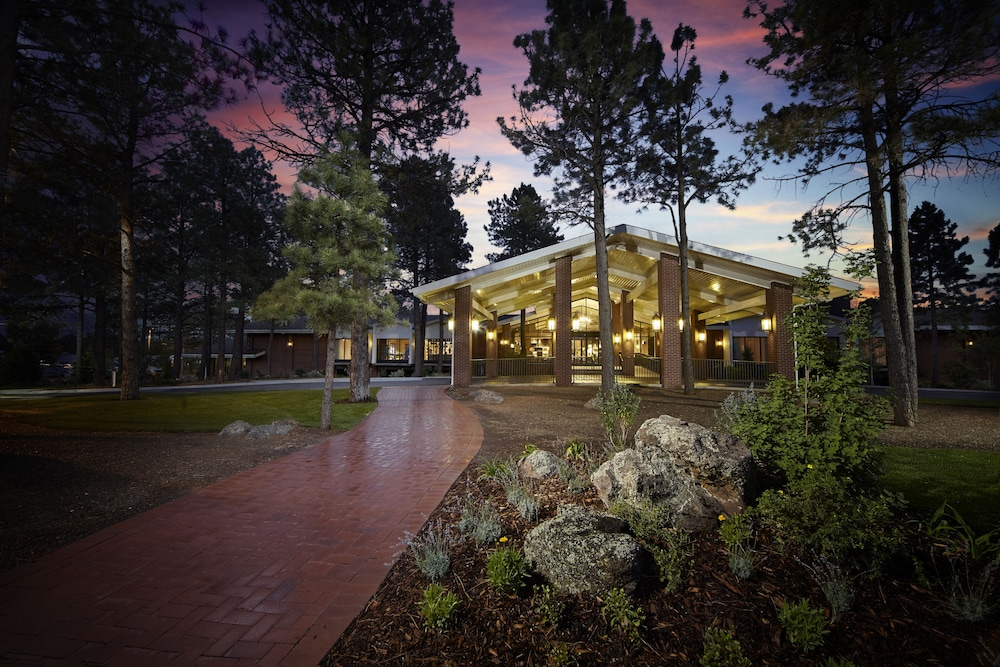 Featured Flagstaff Hotel: Little America Flagstaff