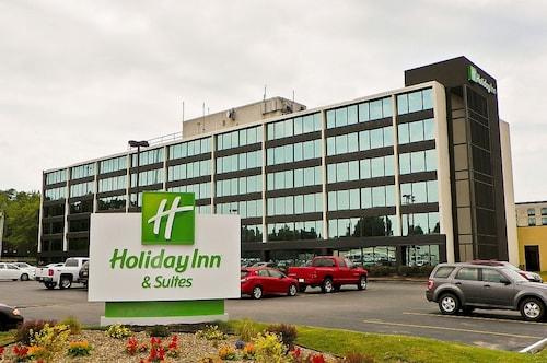 . Holiday Inn Hotel & Suites Charleston West