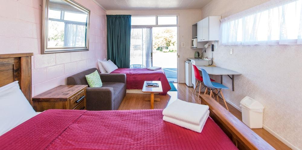 Astral Motel, Wanganui