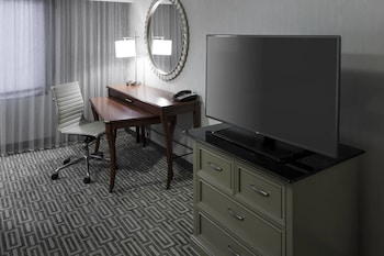 Guestroom at Fairfax Marriott at Fair Oaks in Fairfax