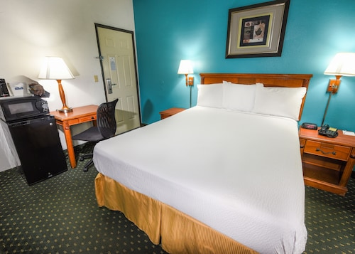 Travelodge by Wyndham LAX South, Los Angeles