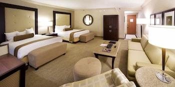 Deluxe Suite, 2 Queen Beds, Non Smoking, Mountain View