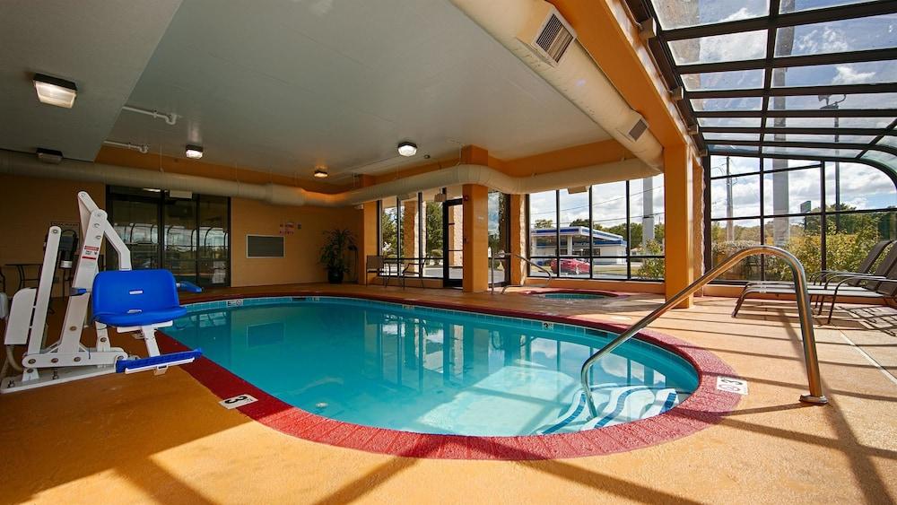 베스트 웨스턴 녹스빌 스위트 - 다운타운(Best Western Knoxville Suites - Downtown) Hotel Image 2 - Pool