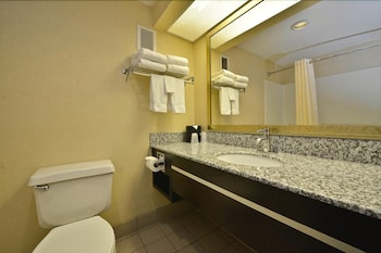 베스트 웨스턴 녹스빌 스위트 - 다운타운(Best Western Knoxville Suites - Downtown) Hotel Image 24 - Bathroom