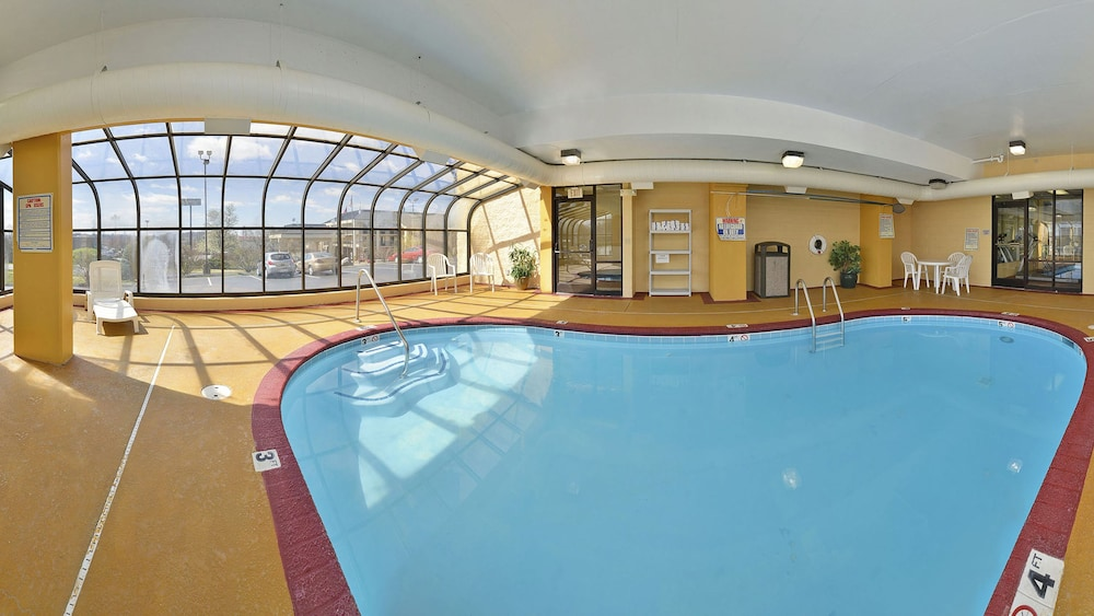 베스트 웨스턴 녹스빌 스위트 - 다운타운(Best Western Knoxville Suites - Downtown) Hotel Image 30 - Indoor Pool