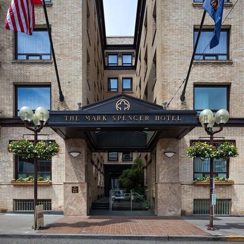 Mark Spencer Hotel, Multnomah