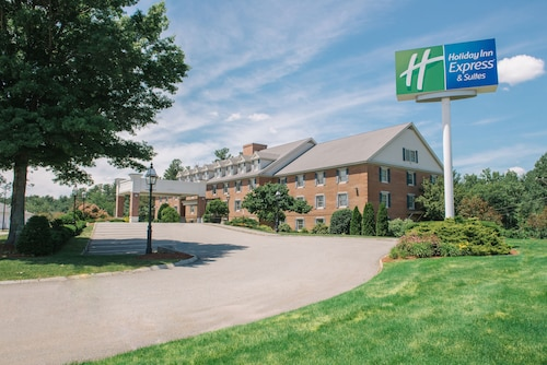 . Holiday Inn Express & Suites Merrimack, an IHG Hotel