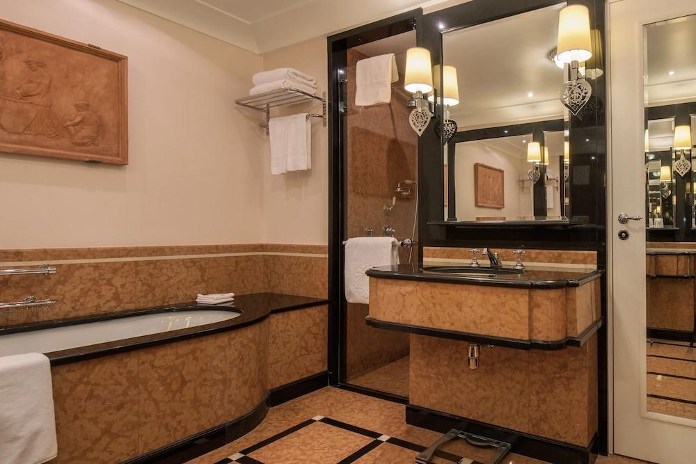 https://i.travelapi.com/hotels/1000000/20000/20000/19960/046949ca_z.jpg