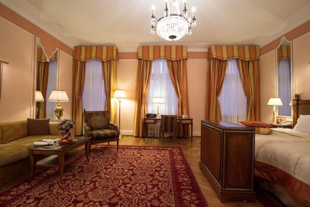 https://i.travelapi.com/hotels/1000000/20000/20000/19960/07897366_z.jpg