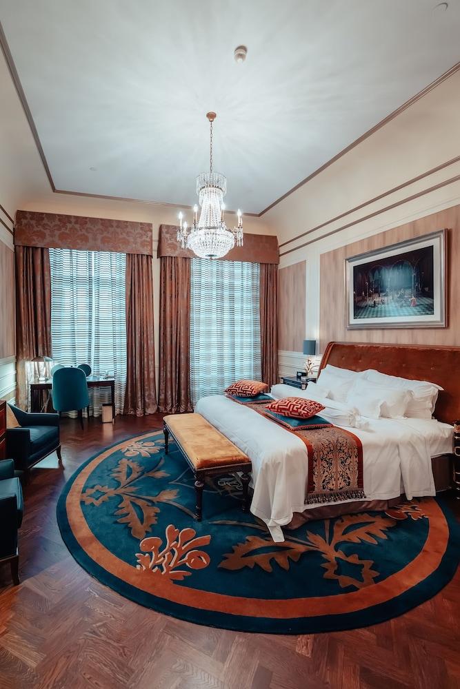 https://i.travelapi.com/hotels/1000000/20000/20000/19960/2a2f7ce7_z.jpg