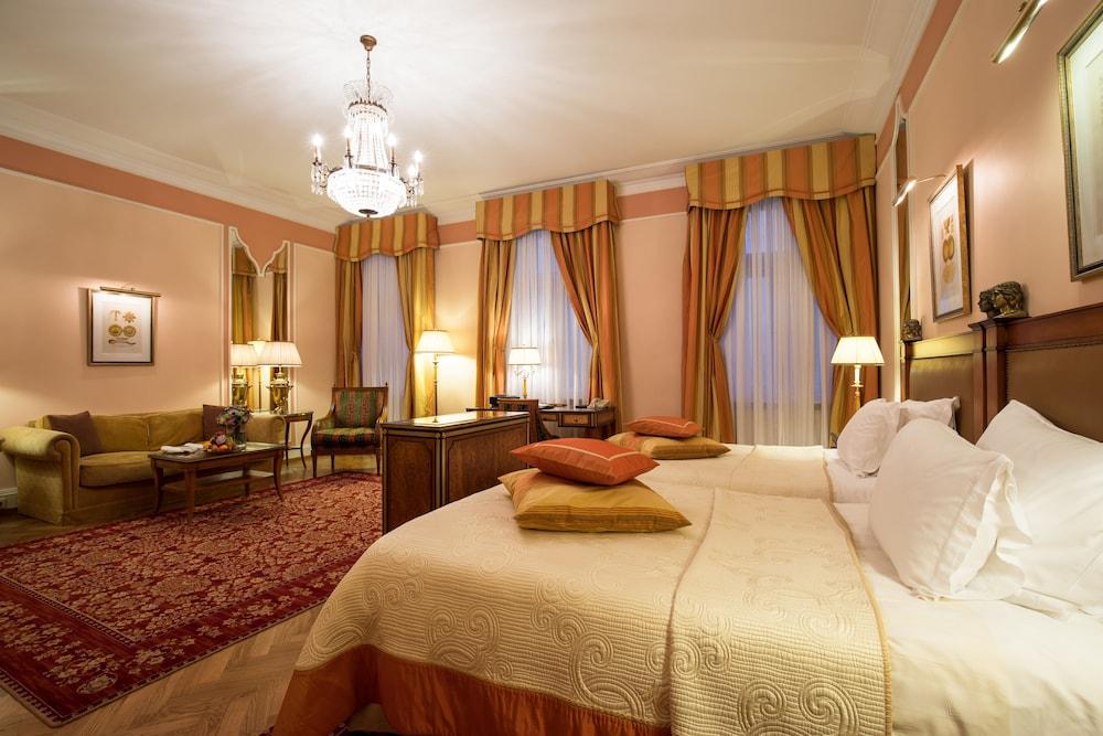 https://i.travelapi.com/hotels/1000000/20000/20000/19960/6f2fbe46_z.jpg