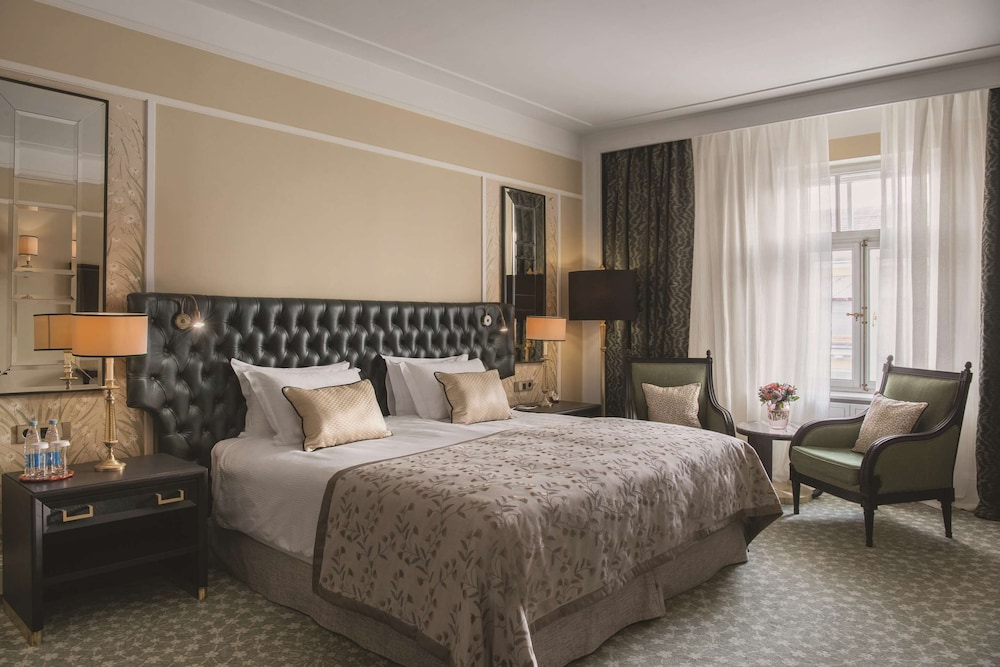 https://i.travelapi.com/hotels/1000000/20000/20000/19960/9d8a8635_z.jpg