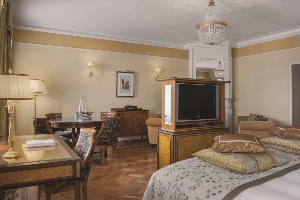 https://i.travelapi.com/hotels/1000000/20000/20000/19960/aba7616e_z.jpg