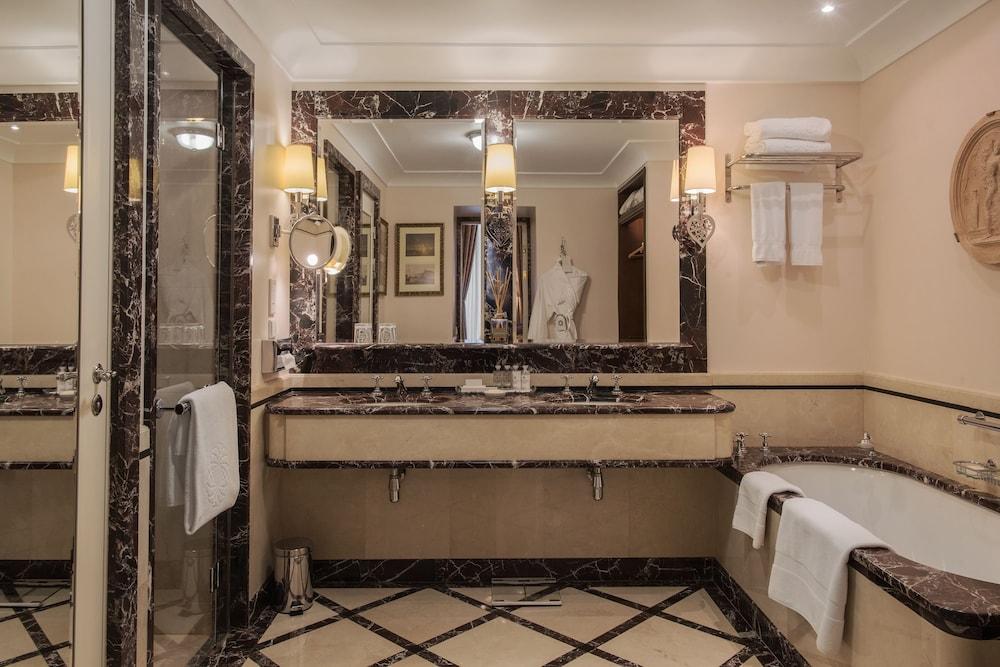 https://i.travelapi.com/hotels/1000000/20000/20000/19960/d0ea5693_z.jpg