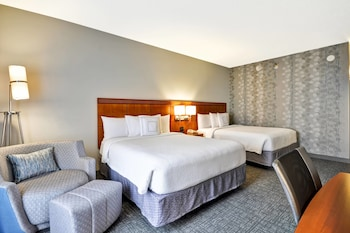 Guestroom at Courtyard Dallas Medical/Market Center in Dallas