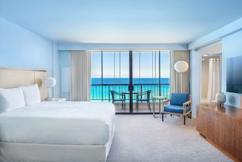 Room, 1 King Bed, Oceanfront (No Balcony Access)