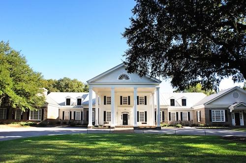 . Pawleys Plantation Golf & Country Club