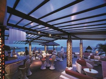 Shangri-La Mactan Hotel Bar