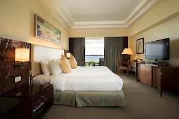Shangri-La Mactan Guestroom