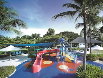 Shangri-La Mactan Pool