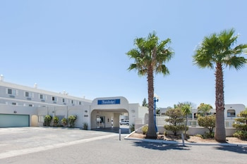 Travelodge by Wyndham Los Banos CA