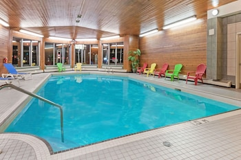 Hotel - Ramada by Wyndham Stony Plain Hotel & Suites