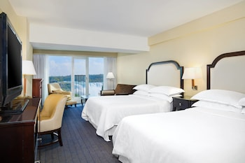 Room, 2 Queen Beds, View (American Falls View)