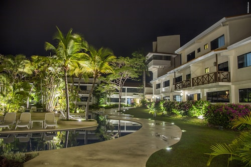 . Coronado Luxury Club & Suites