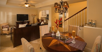 Suite, 2 Bedrooms, Pool View (Key West Two Story, Concierge)