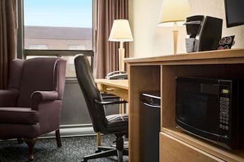 Standard Room, 1 Queen Bed, Non Smoking (Upper Floor)