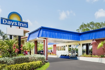 Hotel - Days Inn by Wyndham Fort Myers Springs Resort