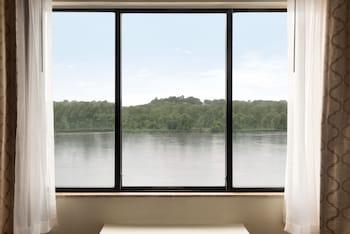 Executive Suite, Non Smoking, River View