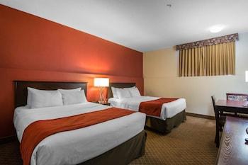 Standard Room, 2 Queen Beds (Basement)