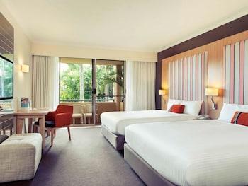 Guestroom at Mercure Gold Coast Resort in Carrara